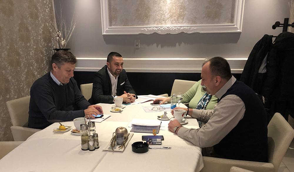 Gradonačelnik Doboja Jerinić u razgovoru sa predstavnicima Koalicije OOSI.