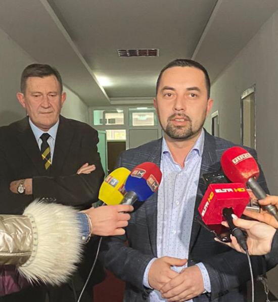 Gradonačelnik Doboja Boris Jerinić daje izjavu nakon sastanka sa ministrom Vojinom Mitrovićem.