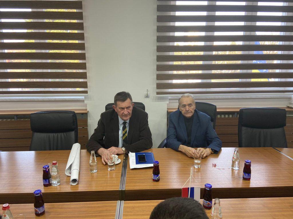 Ministar Vojin Mitrović i počasni predsjednik dobojskog SNSD Uroš Gostić.