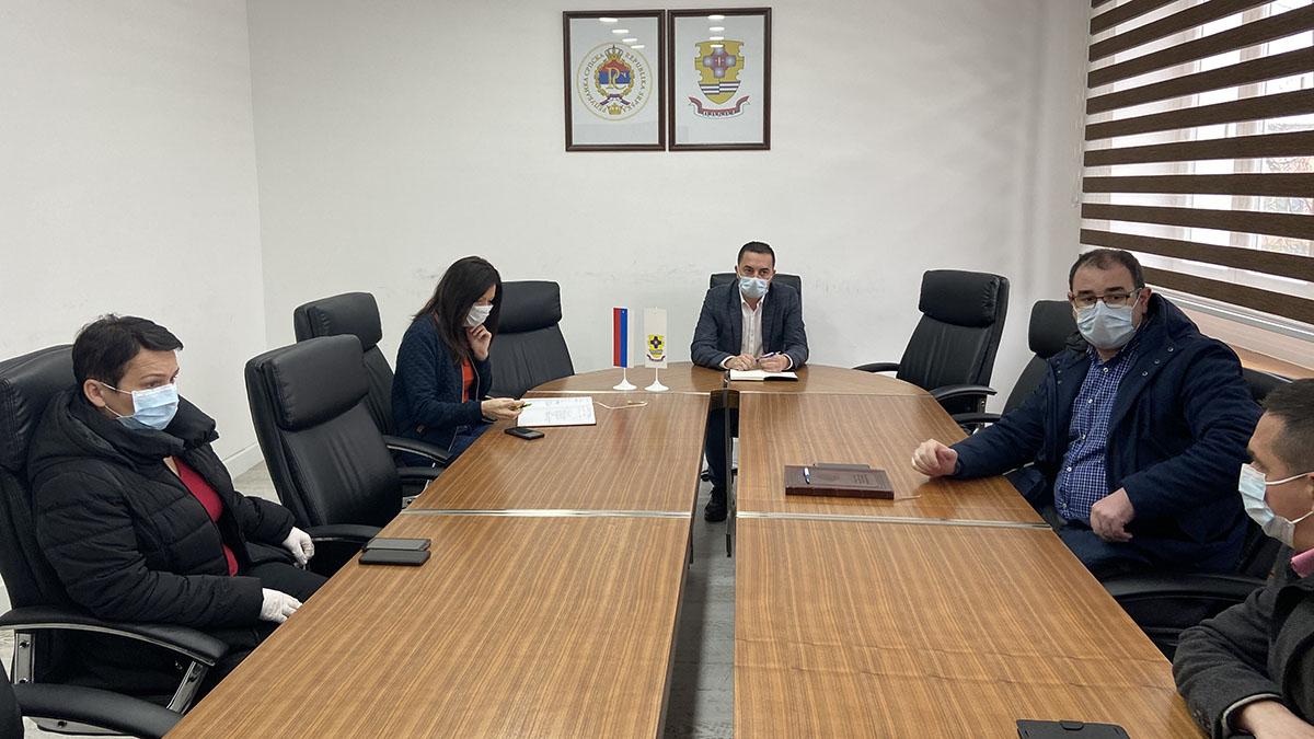 Sastanak gradonačelnika Doboja Borisa Jerinića sa saradnicima.
