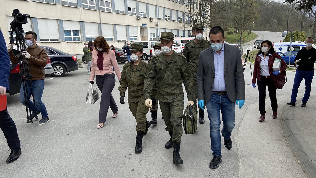 Gradonačelnik Doboja Boris Jerinić sa ruskim timom u dobojskoj bolnici.