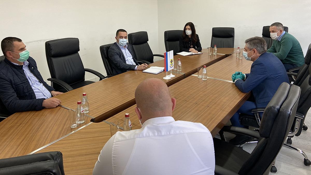 Sastanak rukovodstva Grada Doboja sa zamjenikom ministra bezbjednosti Mirkom Okolićem.